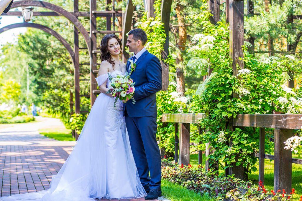 свадебная прогулка фотосессия в Межигорье фотографии