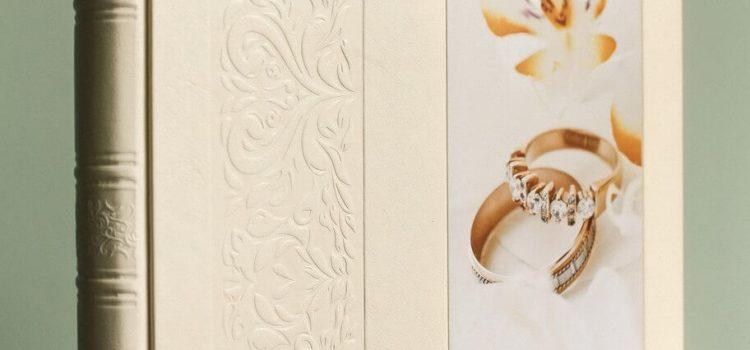 Свадебная фотокнига 30х30, обложка дополнена вертикальным тиснением