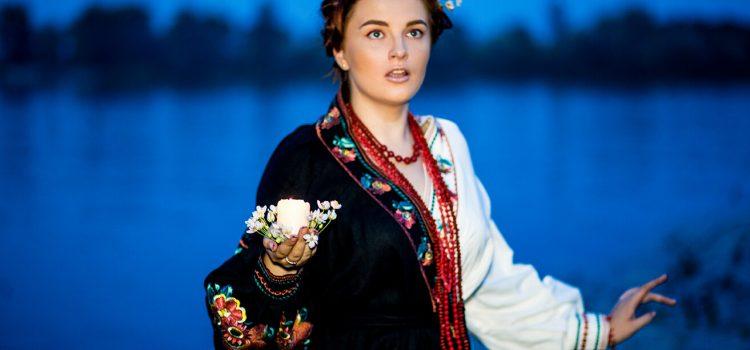«Ивана Купала» -вечерняя фотосессия со свечами на берегу в украинском стиле