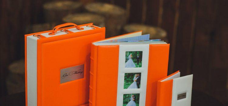 Свадебная фотокнига  оранжевая 30х30 «Classic». Чемодан серии «Рremium».