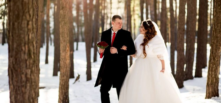 Свадебная зимняя фотосессия на природе. Фотосъемка свадьбы в студии