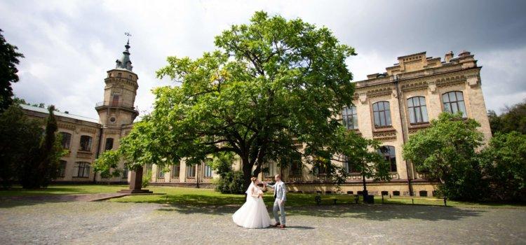 Красивое утро невесты и жениха — идеи. Свадебная фотосессия возле КПИ — фото.